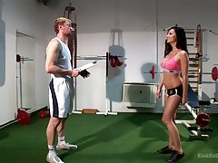 Sporty boxer respecting sexy curves Aletta The depths gives such a unrefined blowjob