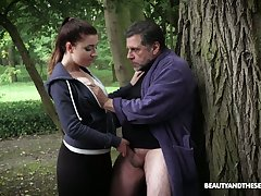 While jogging brand-new beauty Teressa Bizarre lures older neighbor for coitus