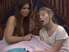 Syren De Mer increased by Vienna Rose lick each other's pussies on the bed